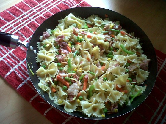 Farfalle (bow-shaped pasta)