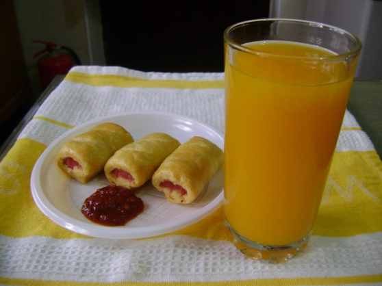 Sausage roll with chili jam and mango juice